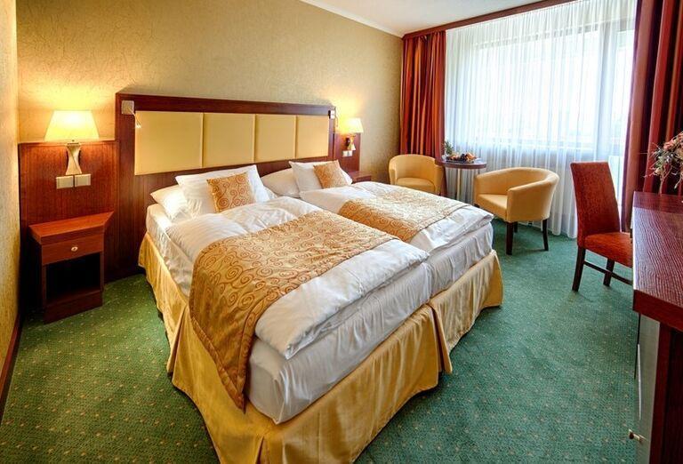 Izba, Hotel Kaskády, Sliač