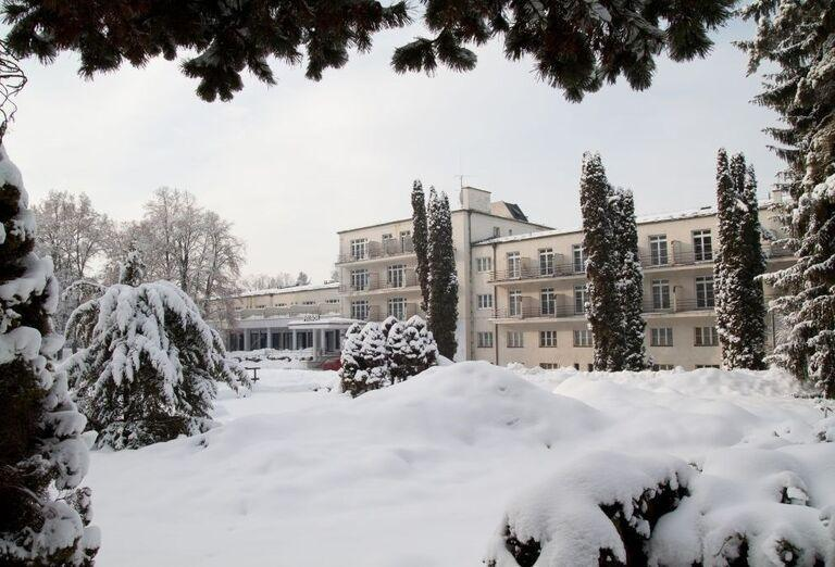 Pohľad na kúpeľný hotel Palace v zime