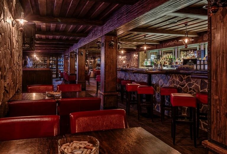 Bar vo wellness hoteli Borovica