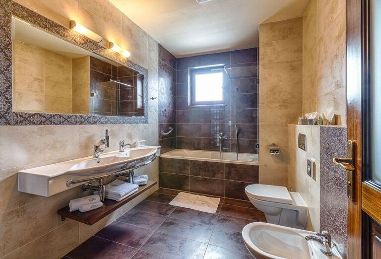 Kúpeľňa vo wellness hoteli Borovica