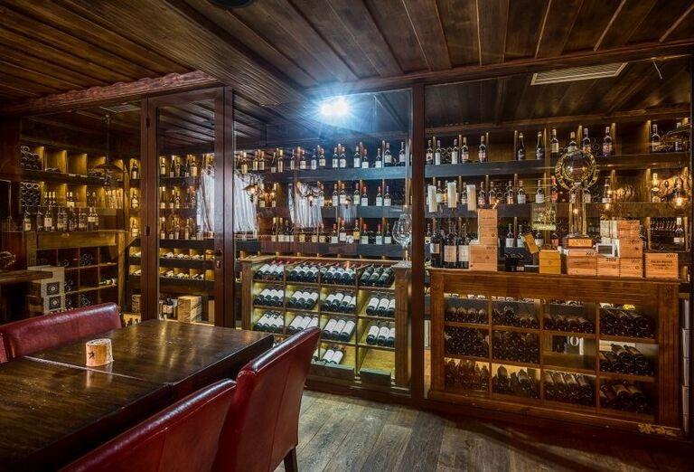 Vináreň wellness hotela Borovica