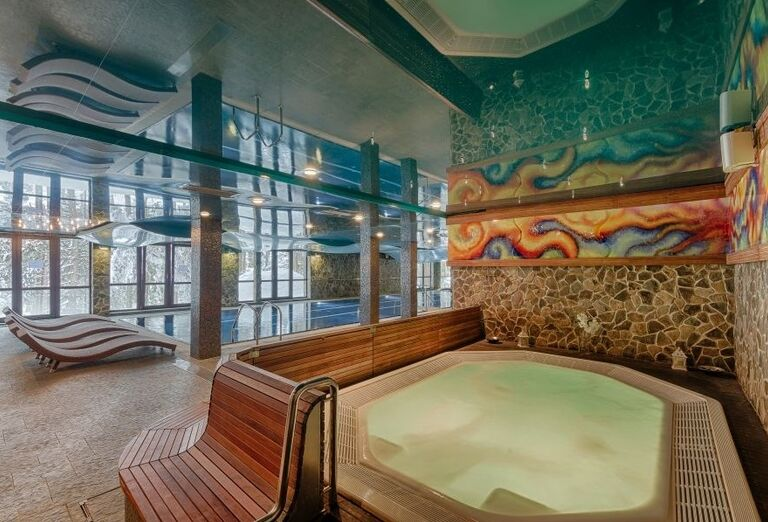 Vírivka a bazén vo wellness hoteli Borovica