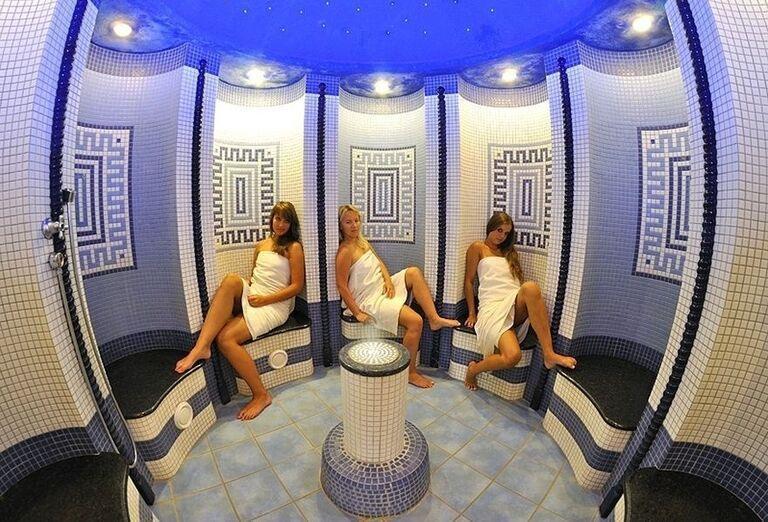 Dámy v soľnej saune