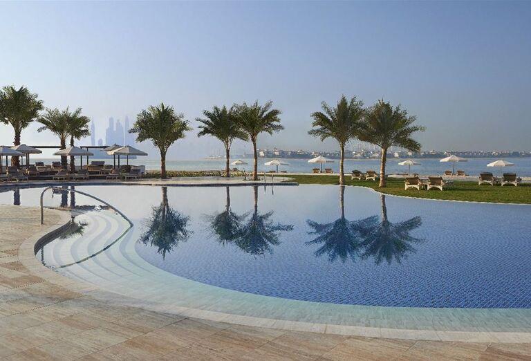 Bazén a výhľad na more z hotela Waldorf Astoria Dubai Palm Jumeirah