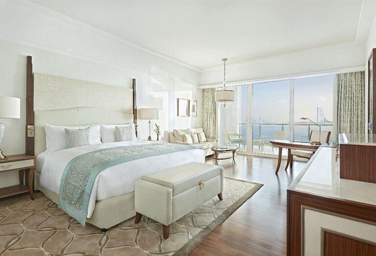 Izba s terasoi a výhľadom na more v hoteli Waldorf Astoria Dubai Palm Jumeirah