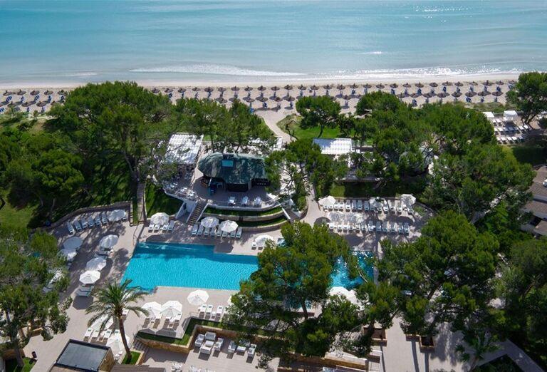 Pohľad z výšky na areál hotela Iberostar Playa de Muro Village