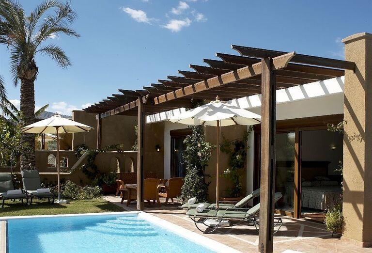 Izby s priamym vstupom do bazéna v hoteli Atrium Palace Thalasso Spa & Villas