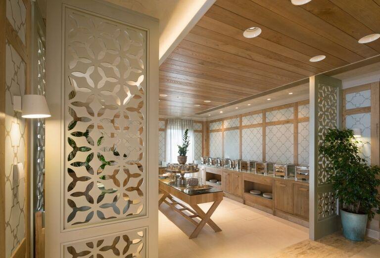 Bufetové stoly v hoteli Ikos Oceania