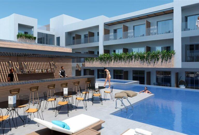 Bar pri bazéne v hoteli Ikones Seafront Luxury Suites