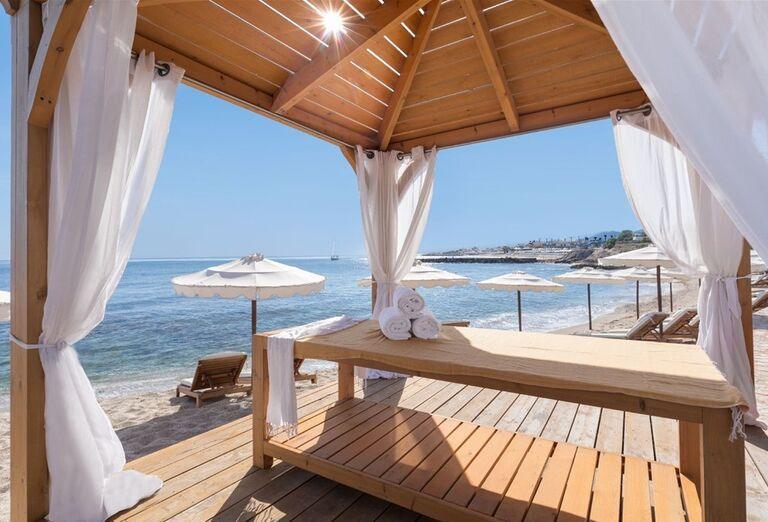 Masáž s výhľadom na more v hoteli Mitsis Laguna Resort & Spa
