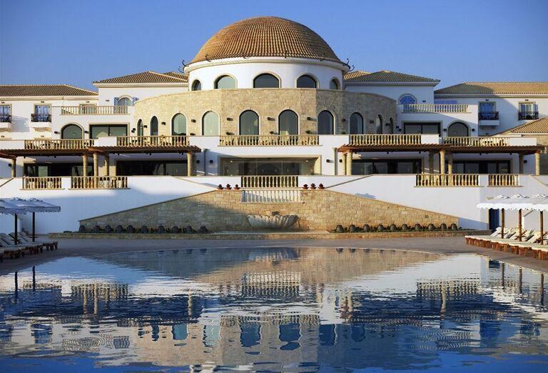 Bazén a hotel Mitsis Laguna Resort & Spa