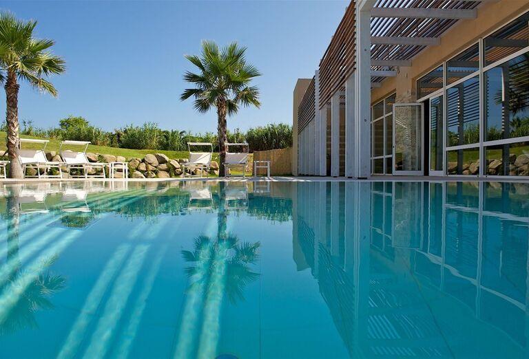 Vonkajší bazén v hoteli Capovaticano Resort Thalasso & Spa