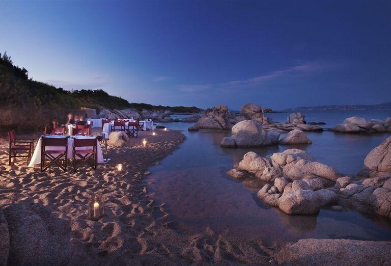 Večera pri sviečkach s výhľadom na more