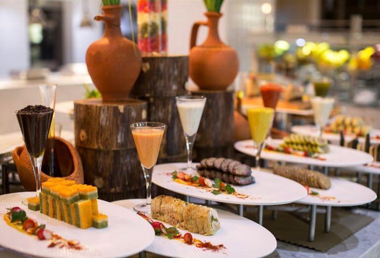 Ponuka švédskych stolov v reštaurácii hotela Barut Acanthus & Cennet