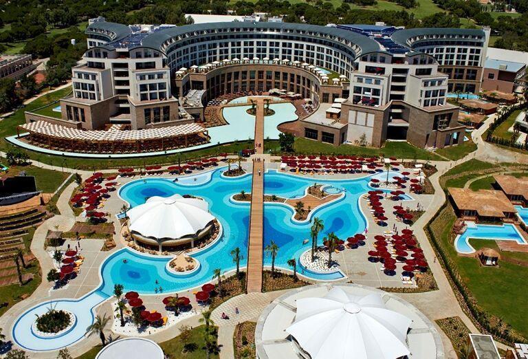 Pohľad na areál hotela Kaya Palazzo Golf Resort