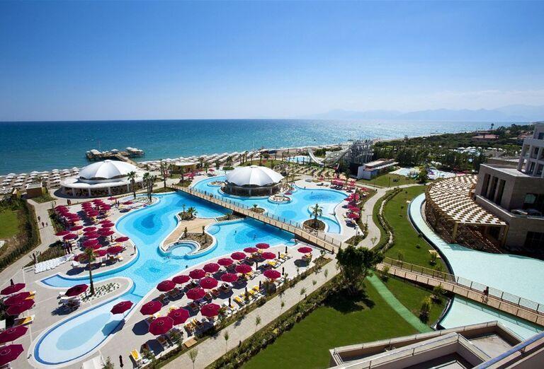 Areál hotela Kaya Palazzo Golf Resort