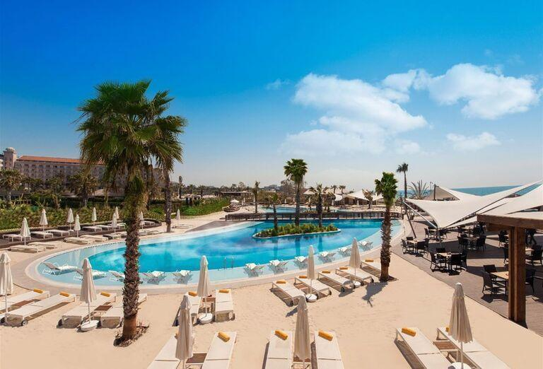 Pohľad na bazén v hoteli Kaya Palazzo Golf Resort