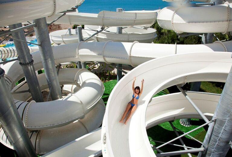 Zábava na tobogánoch v hoteli Kaya Palazzo Golf Resort