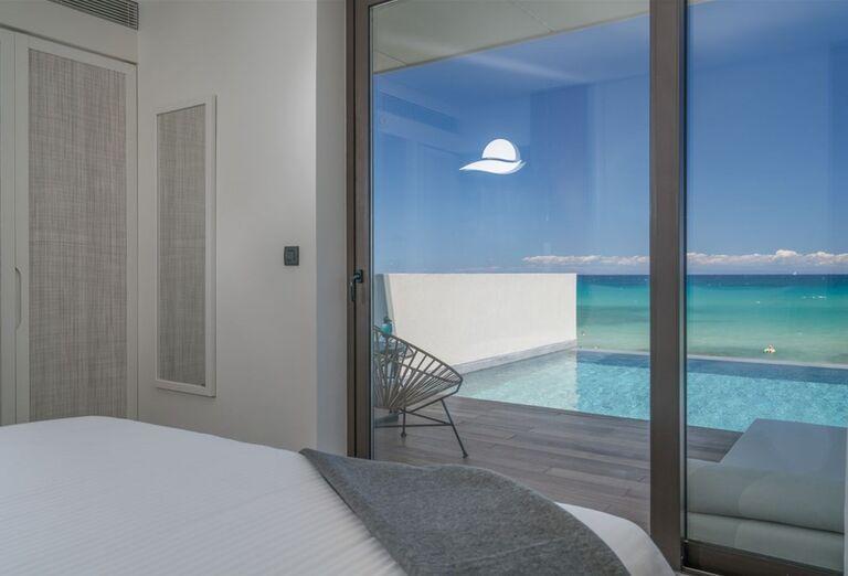 Izba s vlastným prístupom do bazéna a výhľadom na more v hoteli TUI Sensimar Caravel Suites