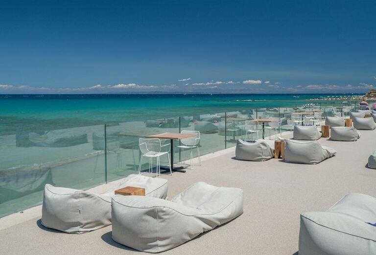 Posedenie na terase v hoteli TUI Sensimar Caravel Suites