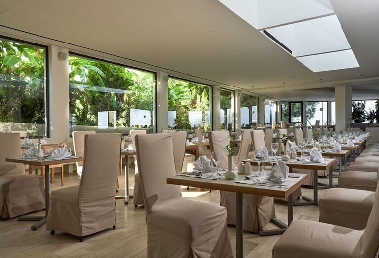 Vnútorná reštaurácia v hoteli TUI Sensimar Caravel Suites