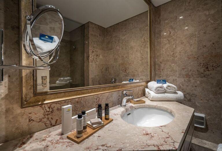 Kozmetika v kúpeľni hotela TUI Sensimar Caravel Suites