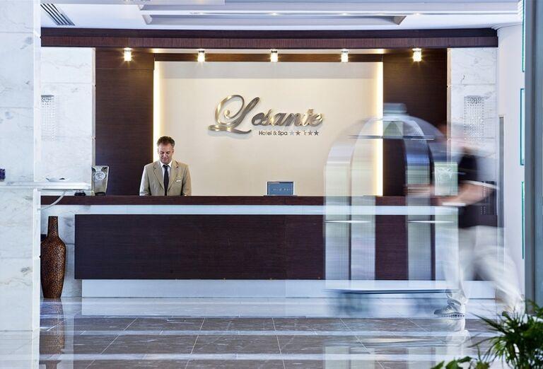 Recepcia hotela The Lesante Luxury Hotel & Spa