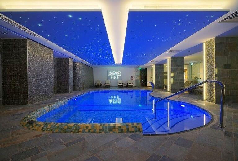 vnútorný bazén v hoteli Melissi Beach