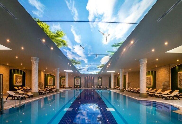 Vnútorný bazén hotela Limak Cyprus