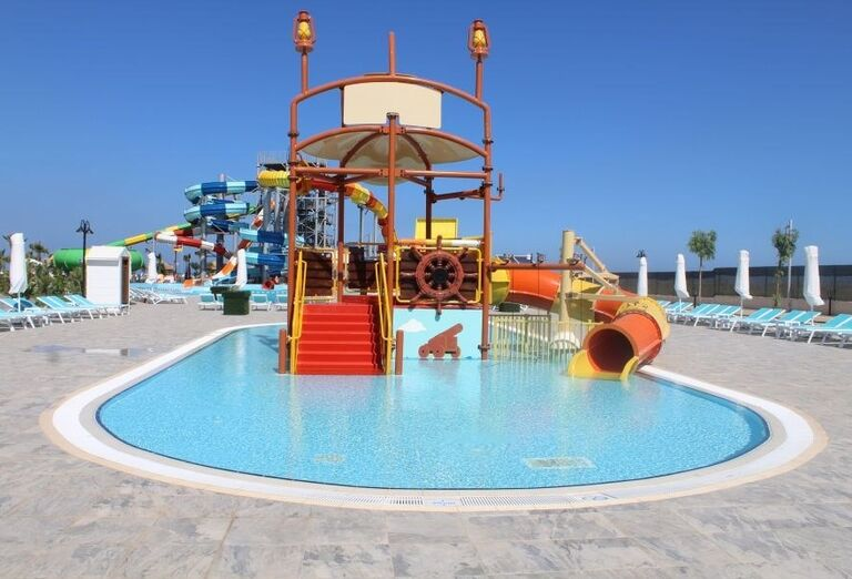 Detský bazén s tobogánom v hoteli Limak Cyprus