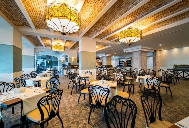 Hlavná reštaurácia v hoteli Limak Cyprus