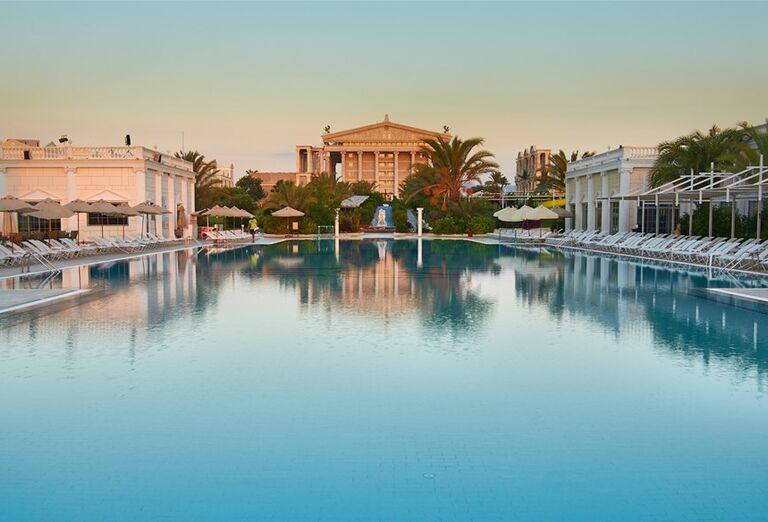 bazén v hoteli Kaya Artemis