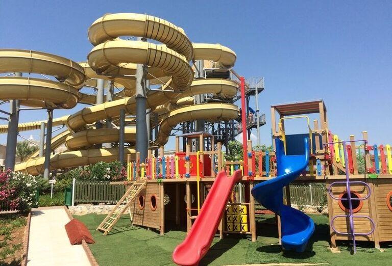 detské ihrisko v hoteli Kaya Artemis, Bafra, Cyprus