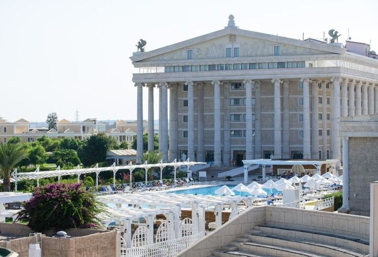 Pohľad na časť hotela Kaya Artemis Resort