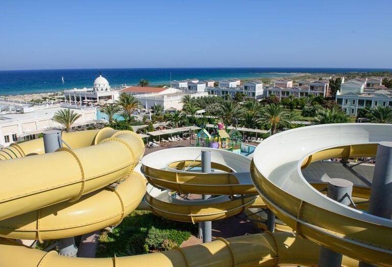 Tobogány vo vodnom svete v hoteli Kaya Artemis Resort