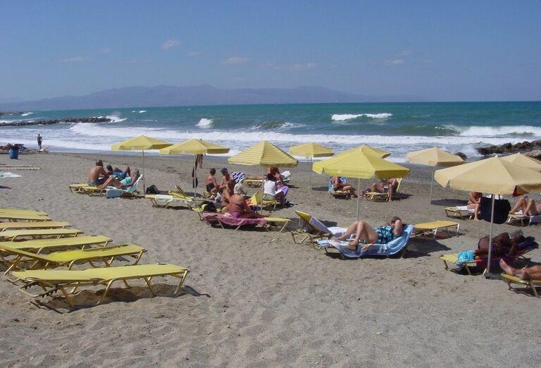 Pláž pred apartmánmi Anna 2
