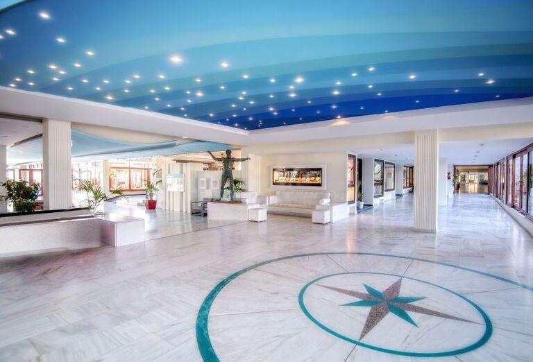 Vstupná hala s recepciou v hoteli Sunconnect Marina Beach