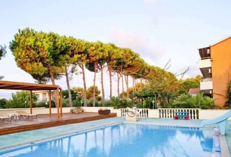 Bazén v Ionian Sea