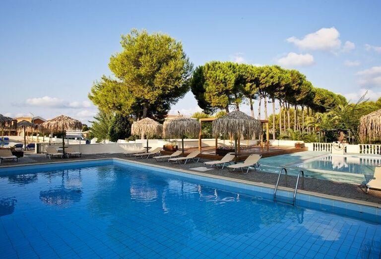Pohľad na bazén hotela Ionian Sea