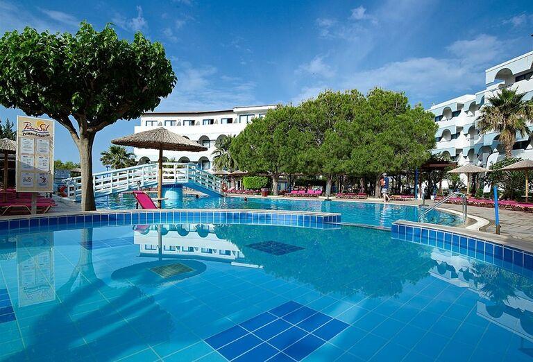 Bazén hotela Sunrise