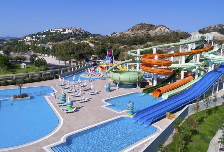 Šmykľávky a tobogány v areáli hotela Amada Colossos Resort