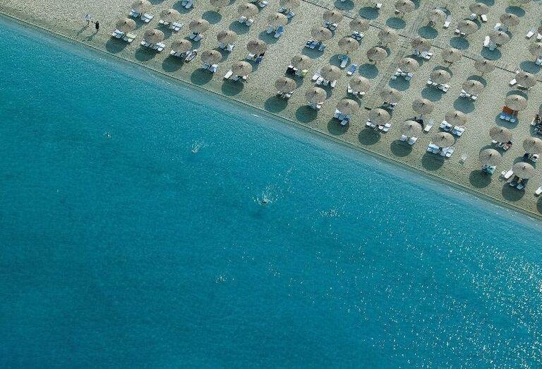 pláž v hoteli Sithonia, Chalkidiki, Grécko
