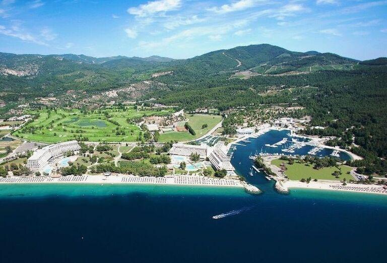 pohľad na hotelový komplex Sithonia a Meliton, Chalkidiki, Grécko