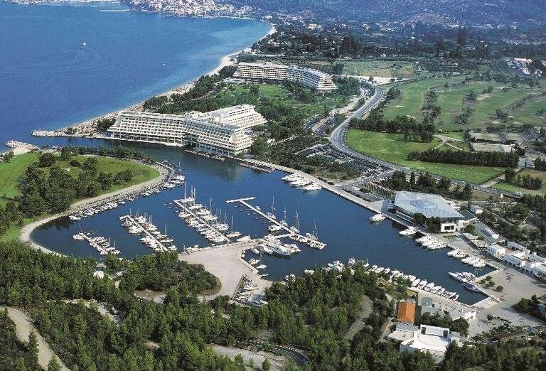 prístav v hotelovom komplexe, Chalkidki, Grécko