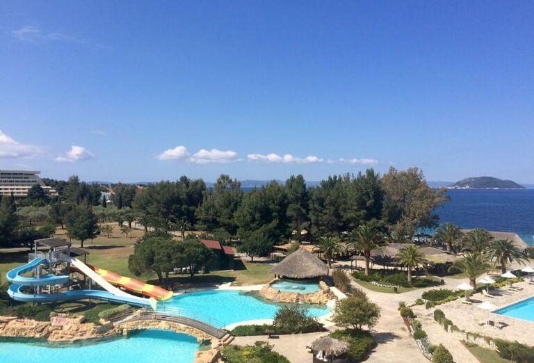 Bazény s tobogánom v hoteli Porto Carras Sithonia
