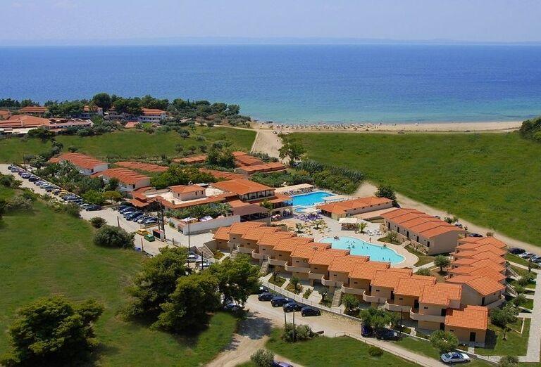 Pohľad z výšky na komplex hotela Village Mare