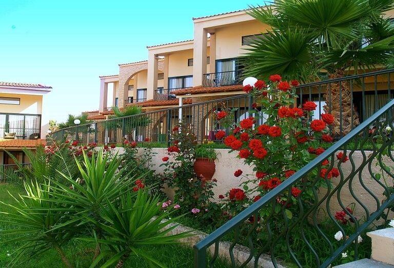 Pohľad na záhradu hotela Village Mare