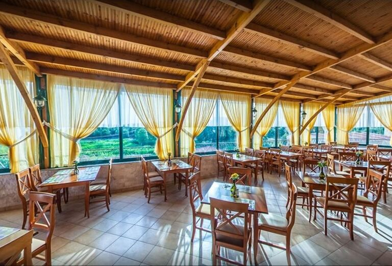 Posedenie v reštaurácii hotela Village Mare