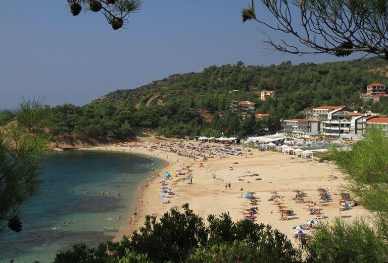 Piesočnatá pláž pred hotelom Blue Dream Palace
