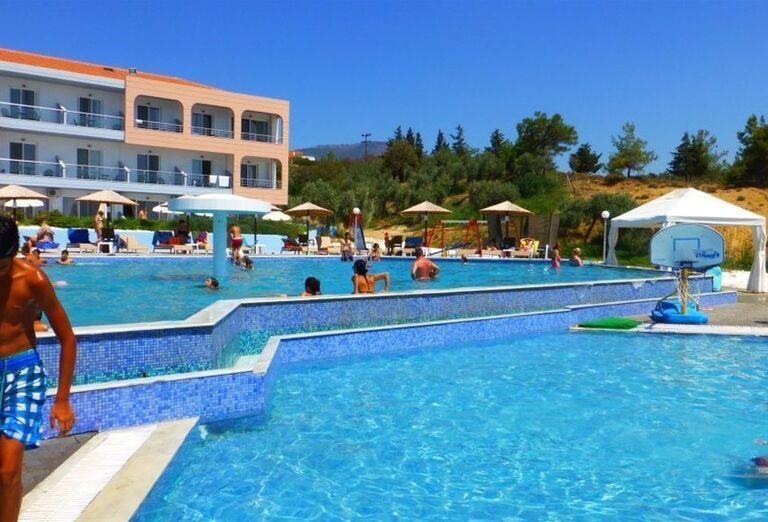 Bazén v areáli hotela Blue Dream Palace